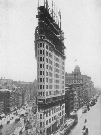 View of the Flatiron Building under Construction in New York City Fotografie-Druck
