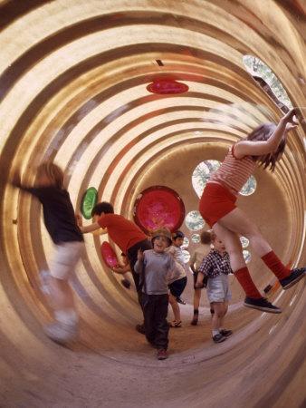 Children at Play in New York City Playgrounds Lámina fotográfica por John Zimmerman