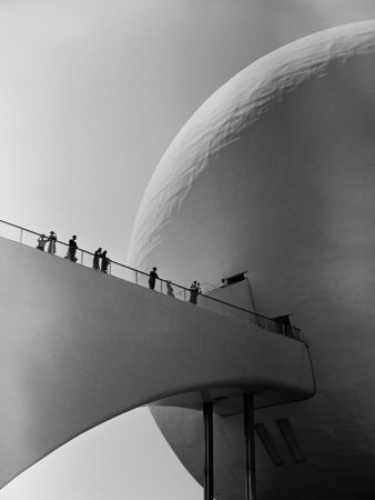 1939 World's Fair Visitors Entering the Perisphere Photographic Print by Alfred Eisenstaedt