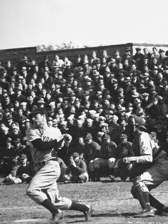 Yankees Joe Dimaggio at Bat. Yankees Vs. Brooklyn Dodgers Metalldrucke von Carl Mydans