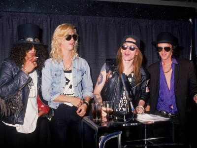 Guns N' Roses famous rock band members: Slash, Duff McKagan, Axl Rose, Izzy Stradlin