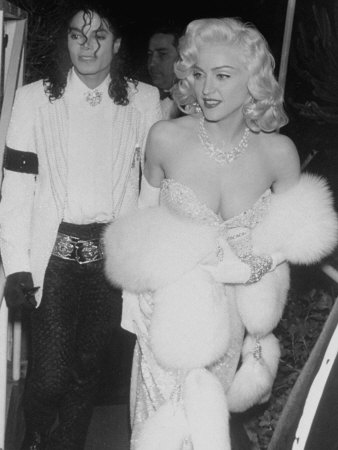 "Singers Madonna and Michael Jackson on Way to Agent Irving ""Swifty"" Lazar's Annual Oscar Party Metalldrucke von David Mcgough"