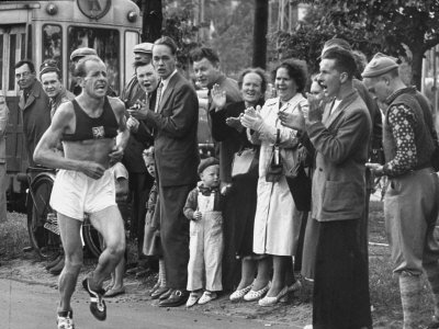 Emil Zatopek Leading in Marathon at 1952 Olympics Premium Photographic Print