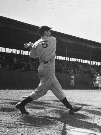 Yankee's Joe Dimaggio at Bat Metalldrucke von Carl Mydans