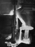 Molten Steel Cascading in Otis Steel Mill in Historic &quot;Pouring the Heat&quot; Photo Photographie par Margaret Bourke-White