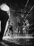 St. John's Defeating Bradley in a Basketball Game at Madison Square Garden Reproduction photographique par Gjon Mili