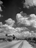 Cumulus Clouds Billowing over Texaco Gas Station along a Stretch of Highway US 66 Fotografisk tryk af Andreas Feininger