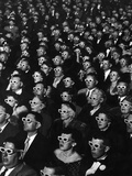 """Premierenpublikum des 3-D-Films """"Bwana, der Teufel"""" Fotografie-Druck von J. R. Eyerman"""