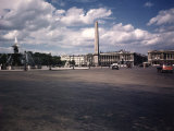 Place de La Concorde with the Ancient Obelisk, Showing Hotel Crillon and the Ministry of the Navy Premium-Fotodruck von William Vandivert