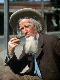 Old Gold Miner Hubert Brady, 68, Tells Tourists Tales of the Gold Rush Days, Columbia, California Reproduction photographique sur papier de qualité par Herbert Gehr