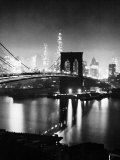 Night View of Nyc and the Brooklyn Bridge Fotografie-Druck von Andreas Feininger