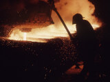 Worker Pouring Hot Steel at an Unidentified Brazilian Steel Plant Reproduction photographique sur papier de qualit&#233; par Paul Schutzer