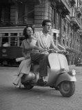 Man and Woman Riding a Vespa Scooter Fotografisk tryk af Dmitri Kessel
