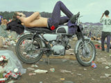 Shirtless Man in Levi Strauss Jeans Lying on Motorcycle Seat at Woodstock Music Festival Fotografie-Druck von Bill Eppridge