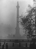 Foggy View of Trafalgar Square Premium Photographic Print by Hans Wild