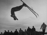 Acrobatic Skier Jack Reddish in Somersault at Sun Valley Ski Resort Reproduction photographique par J. R. Eyerman