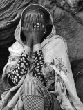 Ethiopian Woman Covering Her Face with Her Hands Fotoprint van Alfred Eisenstaedt