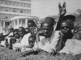 Senegalese Awaiting Arrival of US VP Lyndon Johnson to Celebrate First Year of their Independence Reproduction photographique sur papier de qualité par Hank Walker