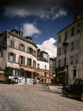 Winding, Uphill Street of the Montmartre Section of Paris Premium-Fotodruck von William Vandivert