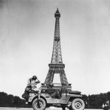 Soldiers of 4th US Infantry Division Looking at Eiffel Tower as They Liberate Capital City, WWII Photographic Print by John Downey