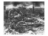 Dawn Rising on Muddy, Horrific Battlefield of Passchendaele as Soldiers Tend to the Dead During WWI Lámina fotográfica