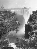 View of Victoria Falls on the Zambesi River Fotografie-Druck von Eliot Elisofon