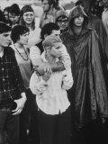 Hippies in Audience at Woodstock Music Festival Fotografie-Druck von Bill Eppridge