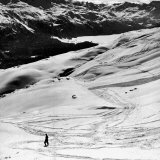 Ski Tracks on Alpine Slopes of Winter Resort Fotografisk tryk af Alfred Eisenstaedt
