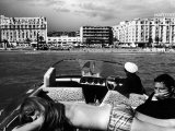 People Sunbathing During the Cannes Film Festival Fotografie-Druck von Paul Schutzer