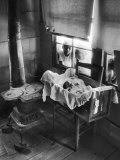 Victoria Cooper's Children Peering in Window Where Newborn Baby Lies in Crib Made from Fruit Crate Reproduction photographique par W. Eugene Smith
