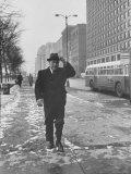 Mayor Richard J. Daley Walking Through the City Papier Photo par Francis Miller