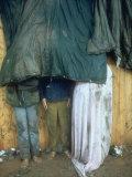 Taking Shelter from the Storm at Woodstock Fotografie-Druck von Bill Eppridge