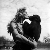 Actress Irish McCalla, Sheena Queen of the Jungle, Kissing Her Chimpanzee Co-star Premium Photographic Print by Loomis Dean