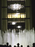 Plaza Outside the New Metropolitan Opera House, Opening Night at Lincoln Center Premium fotografisk trykk av John Dominis
