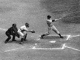 New York Yankee Joe Di Maggio Swinging Bat in Game Against the Philadelphia Athletics Reproduction sur métal par Alfred Eisenstaedt