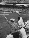 Fans Cheering at Milwaukee Braves Home Stadium During Game with Ny Giants Premium-Fotodruck von Francis Miller