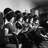 Women Aviation Workers under Hair Dryers in Beauty Salon, North American Aviation's Woodworth Plant Fotoprint van Charles E. Steinheimer