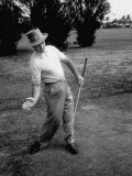 Golfer Sam Snead Demonstrating Sweep of Right Hand in Ben Hogan's Golf Stroke Lámina fotográfica de primera calidad por J. R. Eyerman