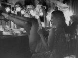 Chorus Girl-Singer Linda Lombard, Resting Her Legs after a Tough Night on Stage Fotografisk trykk av George Silk