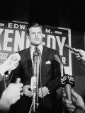Edward Kennedy During Campaign for Election in Senate Primary Reproduction photographique sur papier de qualité par Carl Mydans
