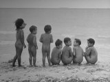 Children Standing on the Beach Naked Premium Photographic Print by Eliot Elisofon