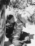 Native American Indian Mother Holding a Baby Reproduction photographique par Loomis Dean