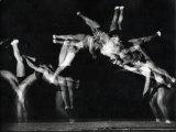 "Former National A.A.U. and Olympic Tumbling Champion Merrill Rowland ""Flip"" Wolfe Premium-Fotodruck von Gjon Mili"