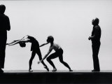 Ballet Master George Balanchine Directing Rehearsal of NYC Ballet Production, Violin Concerto Premium-Fotodruck von Gjon Mili
