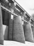 Fort Peck Dam in the Missouri Valley Premium Photographic Print by Hans Wild