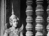 Religious Dancer at Temple of Angkor Wat, Wearing Richly Embroidered and Ornamented Costumes Reproduction photographique sur papier de qualité par Eliot Elisofon