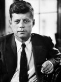 Sen. John F. Kennedy Posing for Picture Fotografie-Druck