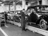 Cars on the Assembly Line at the Fiat Plant Premium Photographic Print by Carl Mydans
