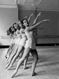 Dancers at George Balanchine's School of American Ballet During Rehearsal in Dance Posture Fotografie-Druck von Alfred Eisenstaedt