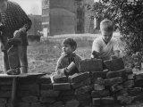 West Berlin Children Building a Play Wall Impressão fotográfica premium